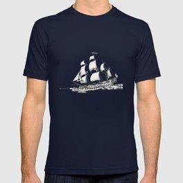 sailing ship . Home decor Graphicdesign T-shirt