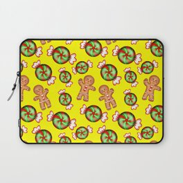 Lovely decorative seamless winter Christmas pattern. Happy gingerbread men and sweet candy. Xmas. Laptop Sleeve