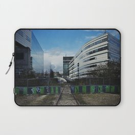 Vous pouvez passer  // You may pass Laptop Sleeve