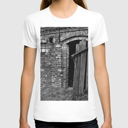 Old abandoned barn T-shirt