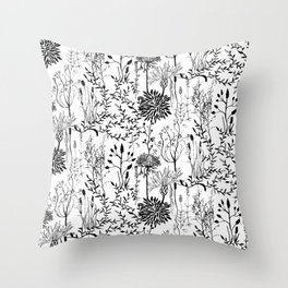 natur beauty in black/white Throw Pillow