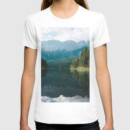 Looks like Canada II - Landscape Photography T-shirt