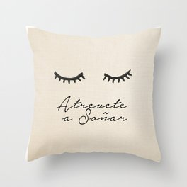 Soñar Throw Pillow