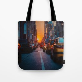 New York City Taxi Sunset (Color) Tote Bag