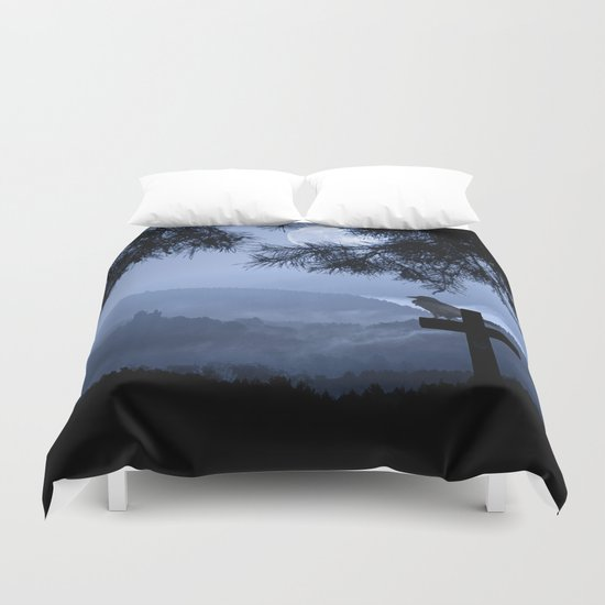 Castle in a foggy night Duvet Cover