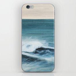 Surfing big waves iPhone Skin