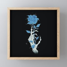 Mano de Esqueleto con Rosa azul fondo negro fondo negro. Framed Mini Art Print