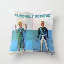 Evita y Juan Perón. Nacional y popular. Throw Pillow