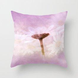 Margeriten Throw Pillow
