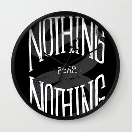 El que nada debe, Nada teme. Wall Clock