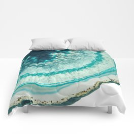 On the edge of an icy agate abyss Comforters