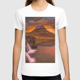 Kirkjufell Grundarfjorour Iceland Ultra HD T-shirt