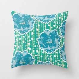 green garden1 Throw Pillow