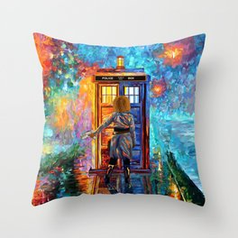 BeautifuL Blondie Mrs River Lost in the strange city Throw Pillow
