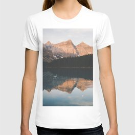 peaceful Moraine lake T-shirt