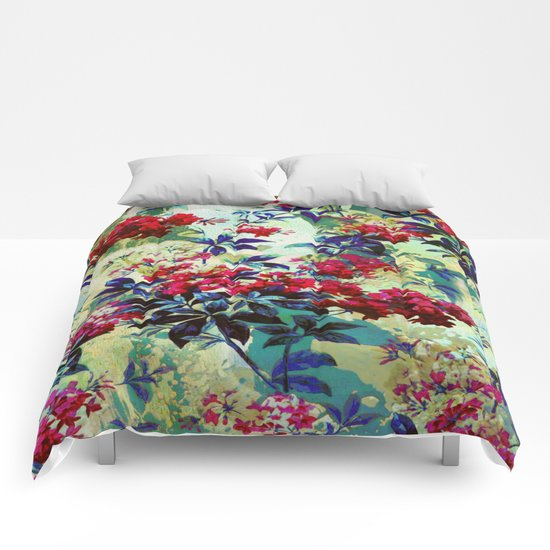 pretty red flowers Comforters