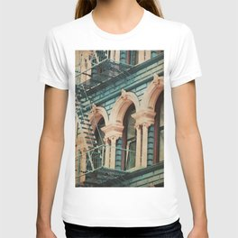 The Escape - Kitschy Vintage Watercolor New York City Manhattan T-shirt