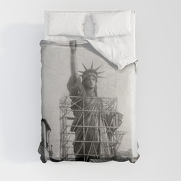 Piecing Together of the Architecture of the Statue Of Liberty In Paris, 1886 black and white photograph Comforters