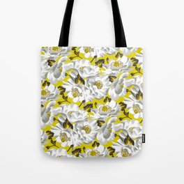 Mount Cook Lily - Yellow/White Tote Bag