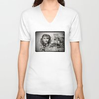 che V-neck T-shirts featuring CHE by Dave Houldershaw