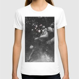 Floating soul in peace. T-shirt