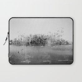 A través del cristal (black and white version) Laptop Sleeve