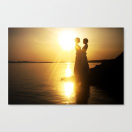 Silhouette couple kissing over sunset background Canvas Print