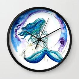 Sirena y la luna Wall Clock