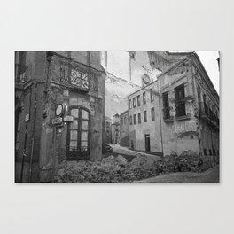 Trompe-l'oeil (Trampantojo) Canvas Print