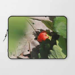 In Srawberry field Laptop Sleeve