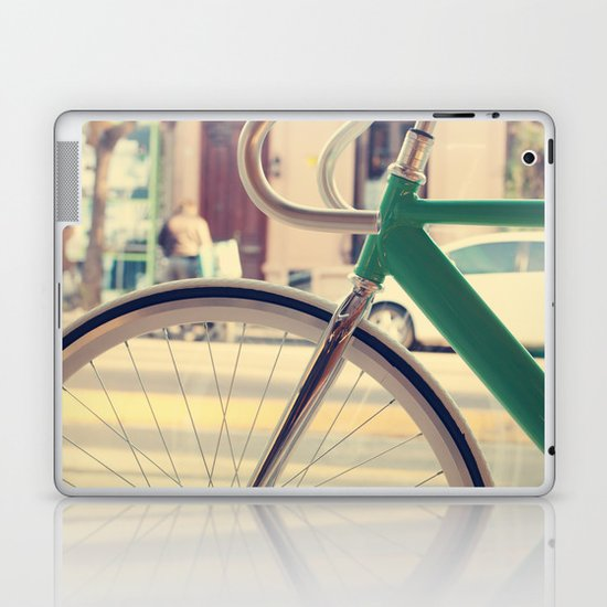 Geen Mint Bicycle in the City (Retro - Vintage Photography) Laptop & iPad Skin