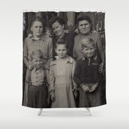Die Familie Shower Curtain