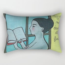 leggere nudi davanti alla finestra Rectangular Pillow