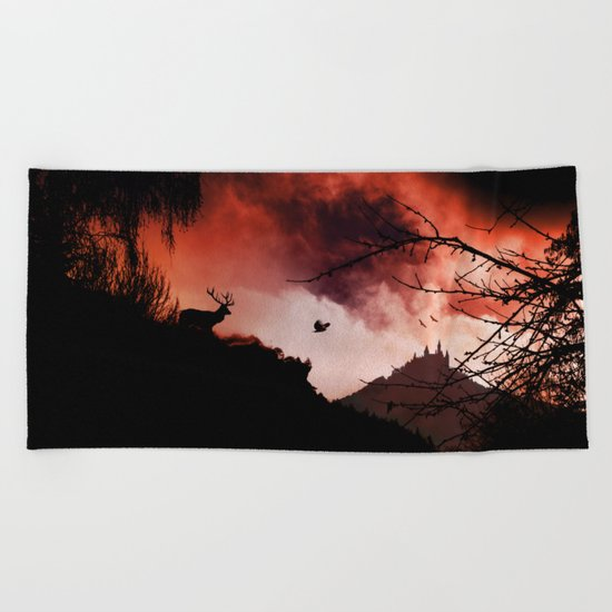 Dramatic cloudy scenery Beach Towel