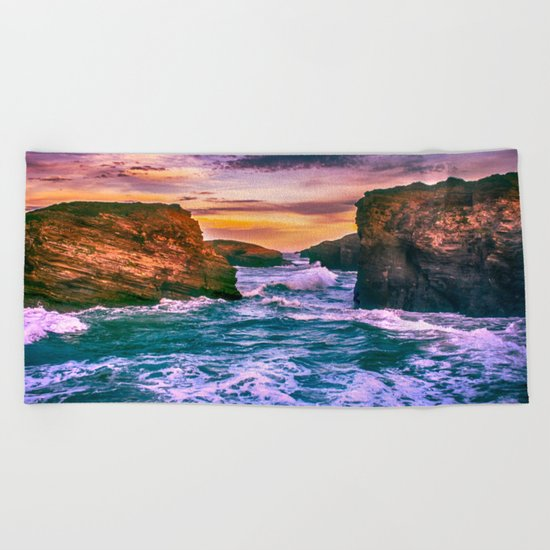 As Catedrais Beach Towel
