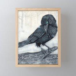 El ve a través del cuervo y controla la niebla Framed Mini Art Print