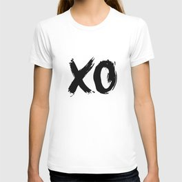 XO Hugs and Kisses black and white xoxo gift for her girlfriend bedroom art and home room wall decor T-shirt