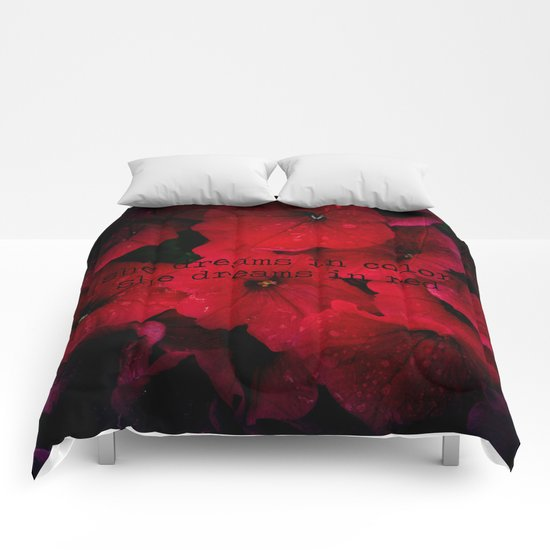 She dreams in red Comforters