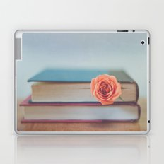 Summer Reading Laptop & iPad Skin