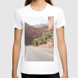 Road Trough Zion National Park Photo | Colors Of Utah Landscape Art Print | USA Travel Photography T-shirt
