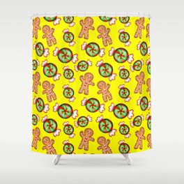 Lovely decorative seamless winter Christmas pattern. Happy gingerbread men and sweet candy. Xmas. Shower Curtain