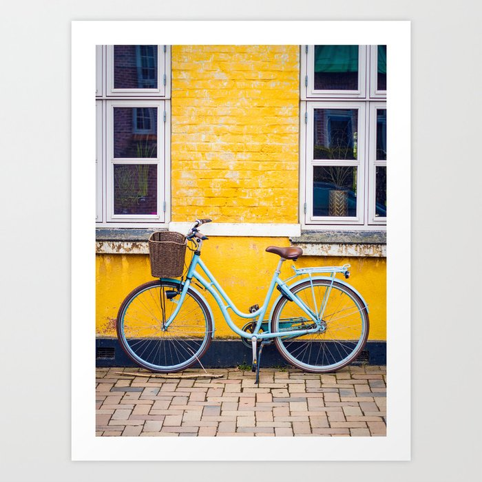 Bike and yellow Kunstdrucke