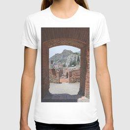 Gladiators view | travel photography ancient theatre Italy Taormina vintage T-shirt