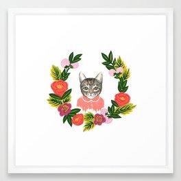 Scout con Flores Framed Art Print