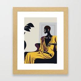 Yellow robe Gerahmter Kunstdruck