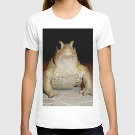 Close Up Portrait of A Common Toad T-shirt