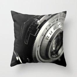 fstop macro Throw Pillow