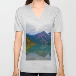 Kinney Lake in Mount Robson Provincial Park, BC / Canada Unisex V-Neck