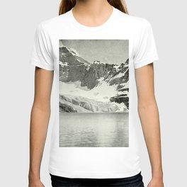 Mount Biddle and Lake McArthur T-shirt