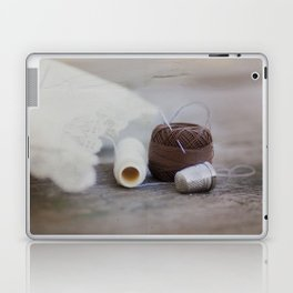 hilo y dedal Laptop & iPad Skin